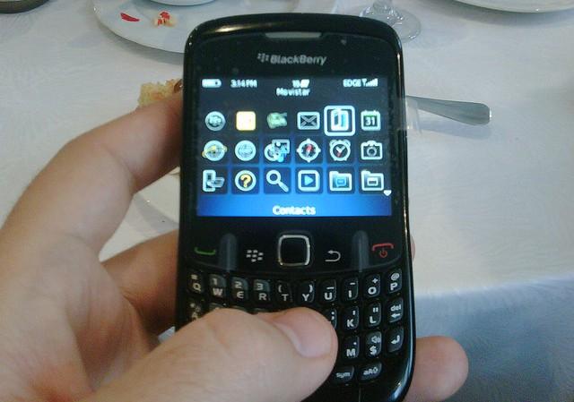 U.A.E. bans Blackberry phones, goes backwards